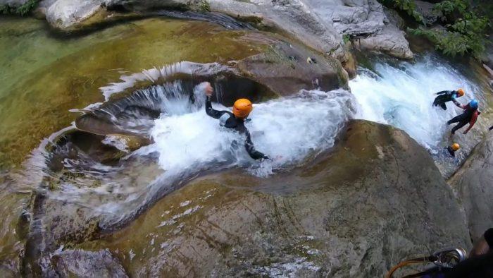 Canyoning Nice Côte d'Azur en demi-journée - loisir aquatique en rivière de montagne dans le 06 et le 83