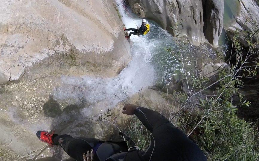 descente en rappel dans cuebris - canyoning à Nice, 06
