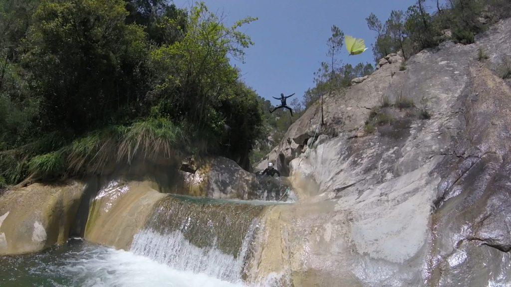 Un des beaux sauts de la partie basse du canyon sauvage de cuebris - Nice