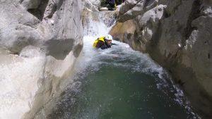 Un beau débit dans Cuebris, un canyon sauvage près de Nice - Esteron